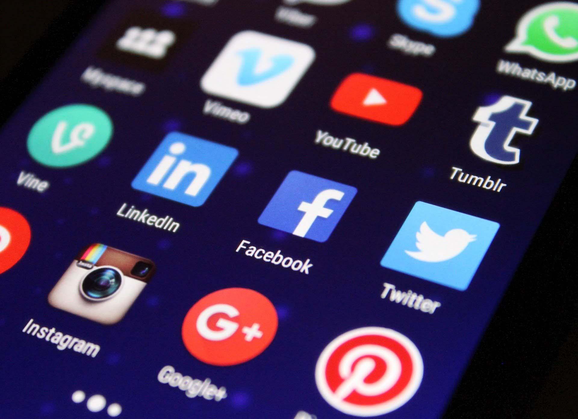 Social Media - Castro Futbol Club